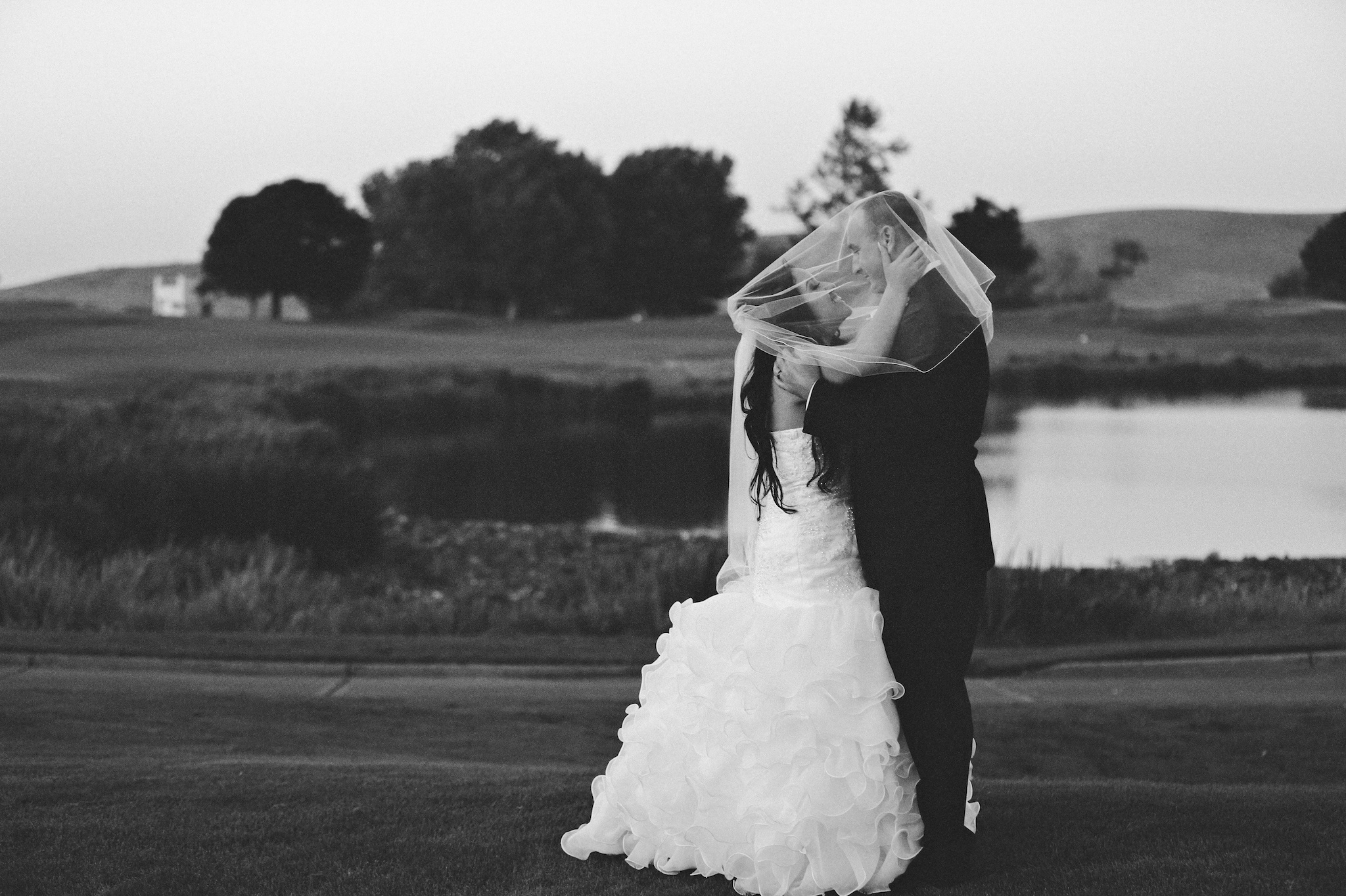 golf club wedding photographer bw